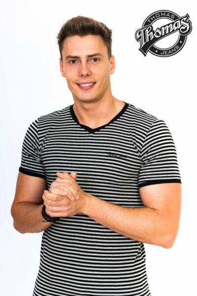Fekete-szürke csíkos V-nyakas póló